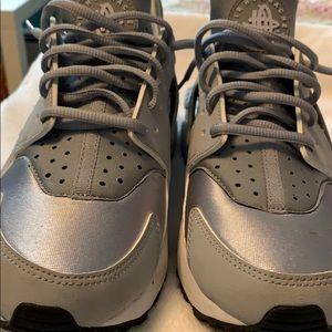 Nike air huarache silver and white size 10